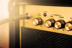 Ηλεκτρικός ενισχυτής κιθάρων στιγμιαίος βράχος τυπωμένων υλών φωτογραφιών μουσικής ανασκόπησης στοκ εικόνες