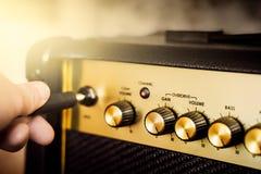 Ηλεκτρικός ενισχυτής κιθάρων στιγμιαίος βράχος τυπωμένων υλών φωτογραφιών μουσικής ανασκόπησης στοκ φωτογραφία