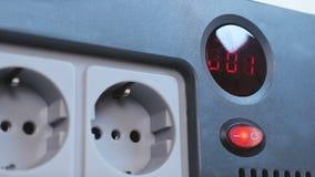 Ηλεκτρικός υπολογισμός χρονομέτρων κάτω στην κοινή τάση ηλεκτρικής ενέργειας, βουλώματα ισχύος εναλλασσόμενου ρεύματος απόθεμα βίντεο