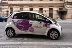 Ηλεκτρικό αυτοκίνητο Multicity που μοιράζεται το όχημα στο Βερολίνο Στοκ Εικόνες