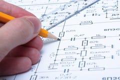 ηλεκτρικό μολύβι χεριών κ&up στοκ φωτογραφία με δικαίωμα ελεύθερης χρήσης