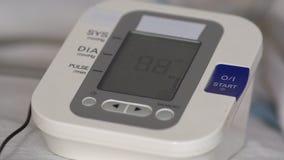 Ηλεκτρονικός μετρητής πίεσης κατά τη λειτουργία συσκευές ιατρικές απόθεμα βίντεο
