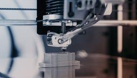 Ηλεκτρονικός τρισδιάστατος πλαστικός εκτυπωτής κατά τη διάρκεια της εργασίας, τρισδιάστατος, εκτύπωση Στοκ φωτογραφία με δικαίωμα ελεύθερης χρήσης