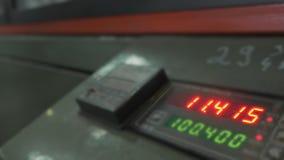 Ηλεκτρονικός ψηφιακός αντίθετος σωλήνας μετρητών πινάκων Κατασκευή του πλαστικού εργοστασίου υδροσωλήνων Διαδικασία τους πλαστικο απόθεμα βίντεο