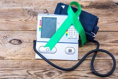 Ηλεκτρονικός tonometer-έλεγχος πίεσης, ημέρα παγκόσμιας υγείας Στοκ Φωτογραφία