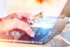 Ηλεκτρονικό εμπόριο, έννοια πληρωμών on-line αγορών και Διαδικτύου Στοκ εικόνες με δικαίωμα ελεύθερης χρήσης