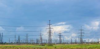 Ηλεκτροφόρο καλώδιο στην επαρχία Στοκ Εικόνες