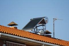 Ηλιακό πλαίσιο για τη θέρμανση του νερού Στοκ φωτογραφία με δικαίωμα ελεύθερης χρήσης
