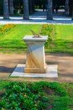 Ηλιακό ηλιακό ρολόι ρολογιών στον εθνικό κήπο της Αθήνας, Ελλάδα Στοκ εικόνες με δικαίωμα ελεύθερης χρήσης
