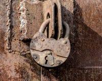 Ηλικίας σκουριασμένη κλειδαριά στοκ εικόνα με δικαίωμα ελεύθερης χρήσης