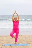 Ηλικιωμένη γυναίκα άσκησης Στοκ φωτογραφίες με δικαίωμα ελεύθερης χρήσης