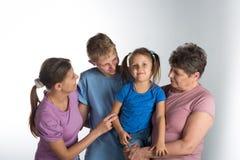 Ηλικιωμένη γυναίκα με την παλαιότερα κόρη και τα εγγόνια στοκ εικόνες με δικαίωμα ελεύθερης χρήσης