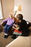 Ηλικιωμένη γυναίκα που έχει τη πίεση του αίματος λήφθείη Στοκ Εικόνες