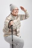 Ηλικιωμένη κυρία με τους πόλους πεζοπορίας Στοκ Εικόνες