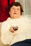 Ηλικιωμένη TV ρολογιών γυναικών Στοκ Φωτογραφία