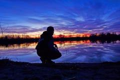 ηλιοβασίλεμα ατόμων ν φθι Στοκ φωτογραφίες με δικαίωμα ελεύθερης χρήσης