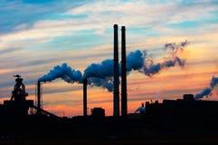ηλιοβασίλεμα βιομηχανί&alph Στοκ Φωτογραφίες
