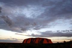 ηλιοβασίλεμα βράχου ayers Στοκ εικόνες με δικαίωμα ελεύθερης χρήσης