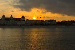 ηλιοβασίλεμα εικονικής παράστασης πόλης Στοκ Εικόνα