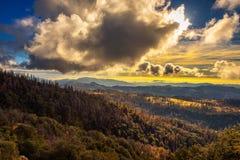 Ηλιοβασίλεμα επάνω από την οροσειρά Νεβάδα στοκ εικόνες με δικαίωμα ελεύθερης χρήσης