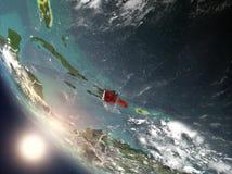Ηλιοβασίλεμα επάνω από τη Δομινικανή Δημοκρατία από το διάστημα Στοκ Εικόνες