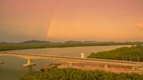 ηλιοβασίλεμα επάνω από το νησί Lanta στοκ εικόνα