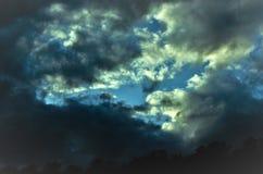 Ηλιοβασίλεμα θαλασσίως την πρώιμη άνοιξη στοκ εικόνες