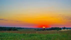 Ηλιοβασίλεμα και αγροτικό τοπίο, χρόνος-σφάλμα απόθεμα βίντεο