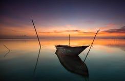 Ηλιοβασίλεμα και η βάρκα Στοκ Εικόνα