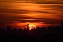 Ηλιοβασίλεμα και η πόλη στοκ εικόνα