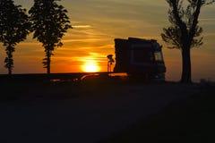Ηλιοβασίλεμα και κυκλοφορία Στοκ Φωτογραφίες