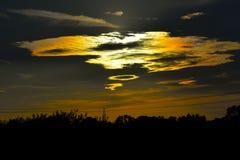 Ηλιοβασίλεμα και σύννεφα Στοκ φωτογραφία με δικαίωμα ελεύθερης χρήσης