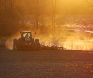 ηλιοβασίλεμα καλλιέργειας Στοκ Εικόνες
