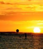 ηλιοβασίλεμα κουπιών χ&alpha Στοκ εικόνα με δικαίωμα ελεύθερης χρήσης