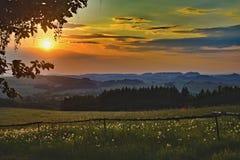 Ηλιοβασίλεμα με την όμορφη άποψη τοπίων στοκ φωτογραφία με δικαίωμα ελεύθερης χρήσης