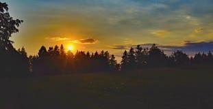 Ηλιοβασίλεμα με την όμορφη άποψη τοπίων στοκ εικόνα
