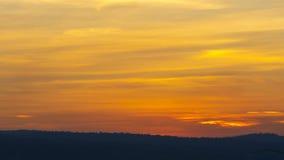 Ηλιοβασίλεμα με το βουνό απόθεμα βίντεο