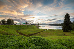 ηλιοβασίλεμα μοναστηριών s ατόμων λιμνών τραπεζών Στοκ εικόνες με δικαίωμα ελεύθερης χρήσης