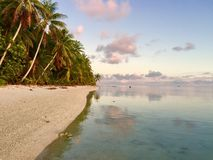 Ηλιοβασίλεμα νησιών μαγείρων στοκ φωτογραφία