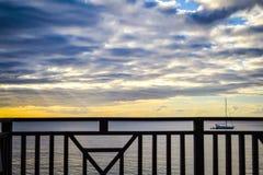 Ηλιοβασίλεμα νησιών της Δομίνικας στη σκιαγραφία Στοκ Εικόνες