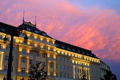 ηλιοβασίλεμα οικοδόμη&sig Στοκ εικόνες με δικαίωμα ελεύθερης χρήσης