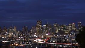 Ηλιοβασίλεμα οριζόντων του Σαν Φρανσίσκο στη νύχτα απόθεμα βίντεο