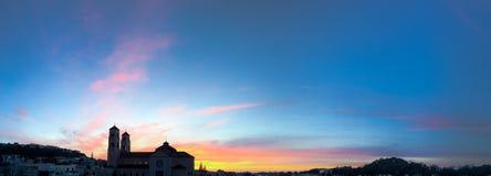 Ηλιοβασίλεμα πέρα από μια εκκλησία Στοκ Φωτογραφία