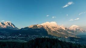 Ηλιοβασίλεμα πέρα από τα βουνά timelapse Άλπεις δολομιτών, Ιταλία Cortina Δ ` Ampezzo απόθεμα βίντεο