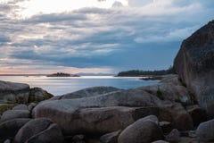 Ηλιοβασίλεμα πέρα από την παραλία άμμου σε Stonington, Μαίην Στοκ Φωτογραφίες