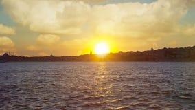 Ηλιοβασίλεμα πέρα από τη Ιστανμπούλ Εξαιρετικά όμορφη άποψη θάλασσας φιλμ μικρού μήκους