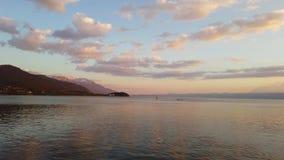 Ηλιοβασίλεμα πέρα από τη λίμνη Οχρίδα απόθεμα βίντεο