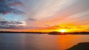 Ηλιοβασίλεμα πέρα από τη λίμνη, χρόνος-σφάλμα απόθεμα βίντεο