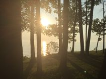 Ηλιοβασίλεμα πέρα από τη λίμνη Erie στοκ εικόνα