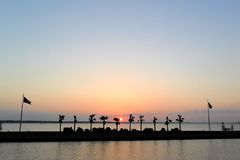 Ηλιοβασίλεμα πέρα από τη λίμνη Livingston που αντιμετωπίζει τη δύση Στοκ φωτογραφίες με δικαίωμα ελεύθερης χρήσης